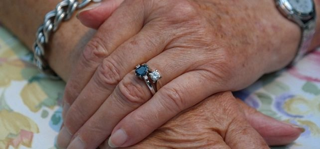 Quels sont les bijoux pour les femmes âgées ? Réponse avec Cap Retraite