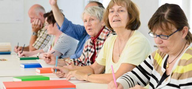 Reprendre les études après 60 ans, les domaines conseillés par Caps Retraite