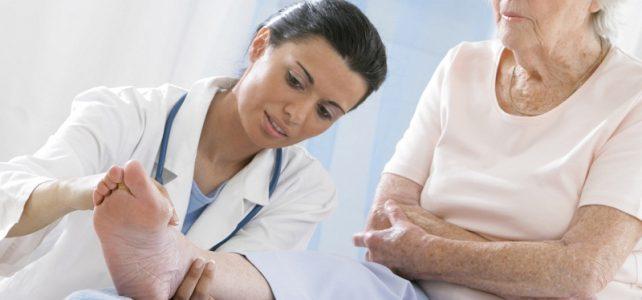 Sénior : l'importance d'aller chez un podologue selon Cap Retraite