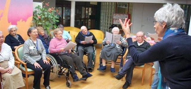 Peut-on encore apprendre à chanter après 60 ans ? Cap Retraite répond