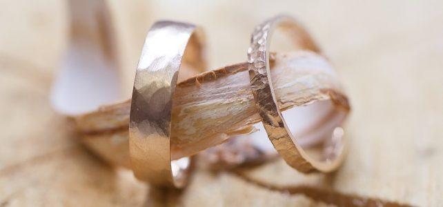 Lyon : Achetez votre bague de mariage sur mesure, réalisée dans l'or de votre choix