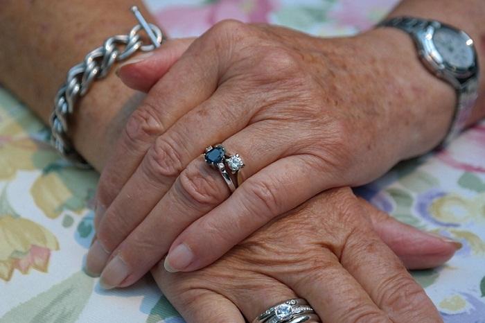 Quels sont les bijoux pour les femmes âgées