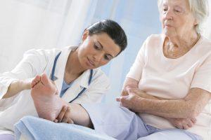 Sénior l'importance d'aller chez un podologue