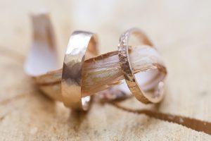 bijouterie à Lyon, Sanlys réalise des alliances en or pour les futurs mariés