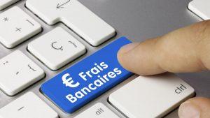 Mieux comprendre le fonctionnement des frais bancaires et apprendre comment les réduire