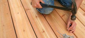 Poser des lames de terrasse en bois
